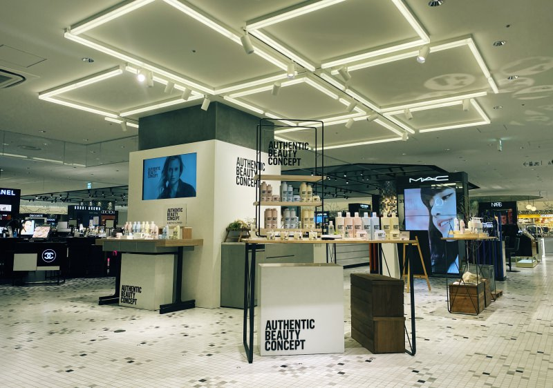AUTHENTIC BEAUTY CONCEPT<br />POP UP STORE @DEPARTMENT STORE<br />2020.07.08 - NOW<br />DIRECTION / PRODUCTION / DESIGN
